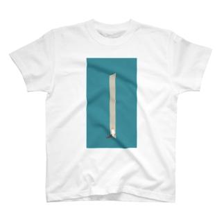 ドライヤーを見守る猫 T-shirts