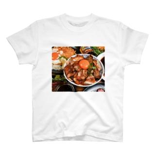 炙り豚しゃぶ丼 T-shirts