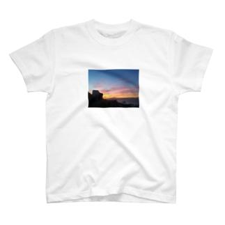 〜夕焼けって、なんか複雑〜 T-shirts