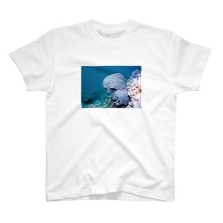 珊瑚 T-shirts