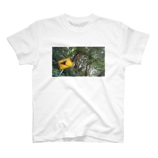 落石注意 T-shirts