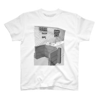 野良猫と駐車場 T-shirts