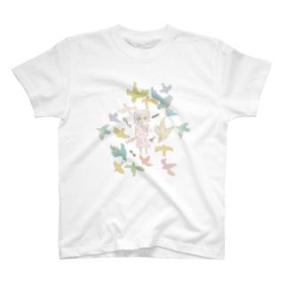 女の子と鳥 T-Shirt