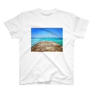 西桟橋とサバニ船 T-shirts