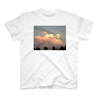 明日は晴れるかな T-shirts