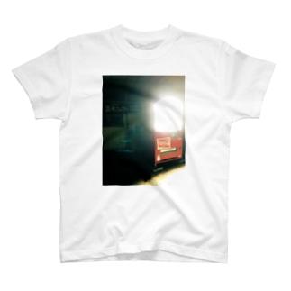温水シャワー使い放題 T-shirts