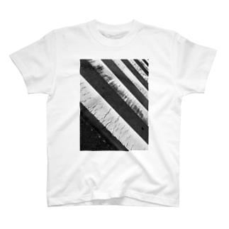 いい感じの横断歩道 T-shirts