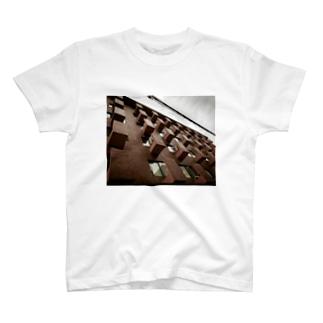 山椒一味の凸のある暮らし T-shirts