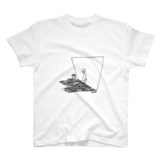 逃げたのに。 T-shirts
