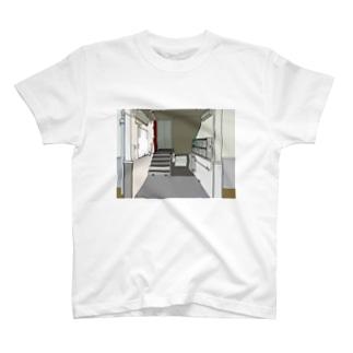 入り口 T-shirts