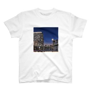 ビルと高速 T-shirts