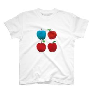 赤いリンゴと青リンゴ T-shirts