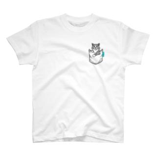 秋田犬がポケットイン!虎 T-shirts