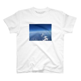 大空からの雪山 T-shirts