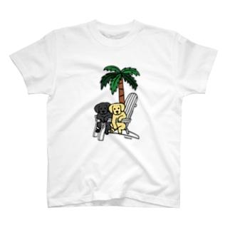 デッキチェアのラブラドール T-Shirt