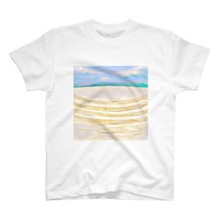 青空の下 T-shirts