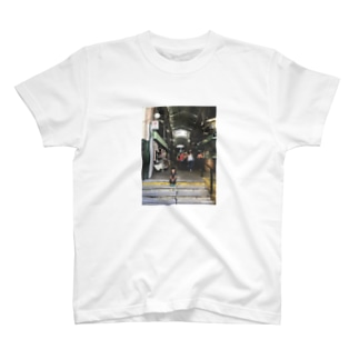 PicT BsAsの街 Janna en San Telmo T-shirts