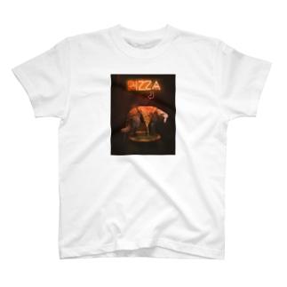 ピザ中毒 T-shirts
