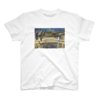 シュモクザメにつかまって T-shirts