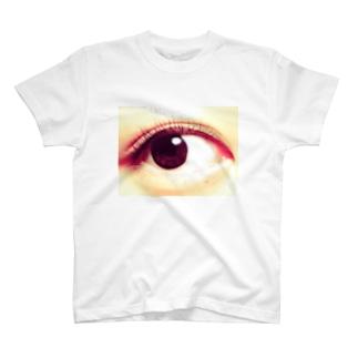 小林さんの右目 T-shirts