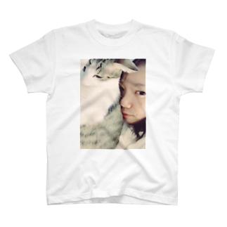 添い寝 T-shirts