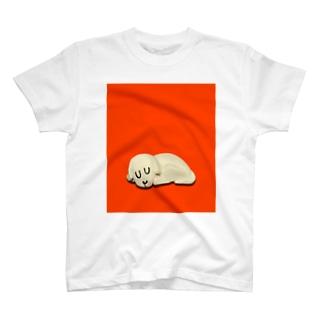 おやすみぃぬ あかいろ T-shirts
