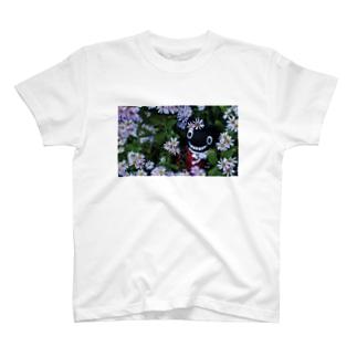 キャティと秋の花畑 T-shirts