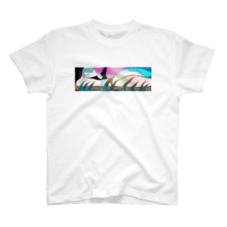 よこたわる T-shirts