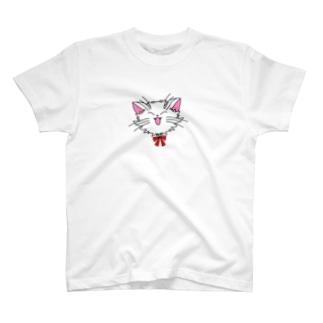 ねこねこうおの元気な白猫ちゃん T-shirts