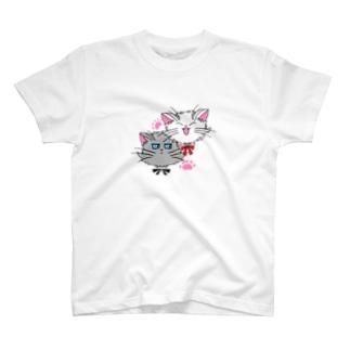 ねこねこうおの元気な白猫ちゃんとクールな灰猫くん T-shirts