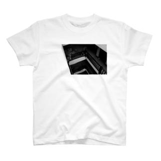 ある晴れた午後、バルコニーで。 T-shirts
