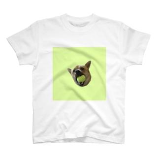 ボールくわえ犬 T-shirts