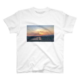 故郷の空 T-shirts