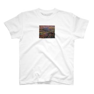 地層的な T-shirts
