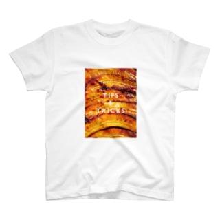 バナナアップサイドダウンケーキ T-shirts