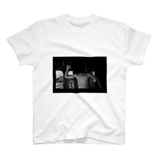 蠅属の王 T-shirts