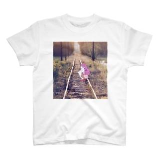 ランドセル単眼娘(線路ver.) T-shirts