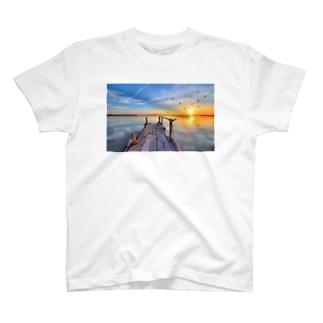 海沿いの夕日 T-shirts