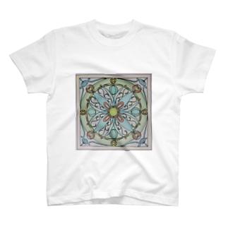🌈虹色アロワナ🐟 T-shirts