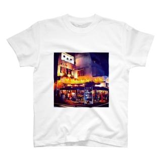 夜のカフェ T-shirts
