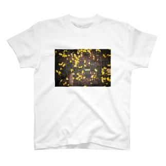 下を向いて歩こう。 T-shirts