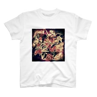 ストロベリーフィールド  × 混沌 T-shirts