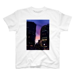 間の色 T-shirts