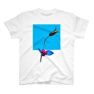 ヤドクガエルと花 T-shirts