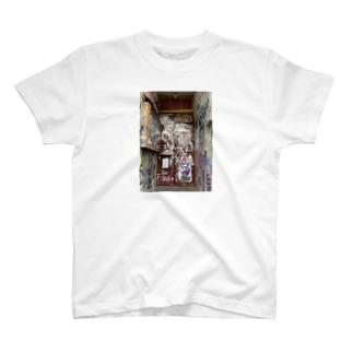 ベルリンの廃墟 T-shirts