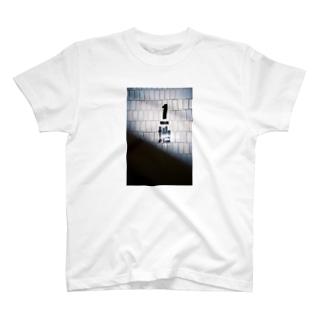 地下1階 T-shirts