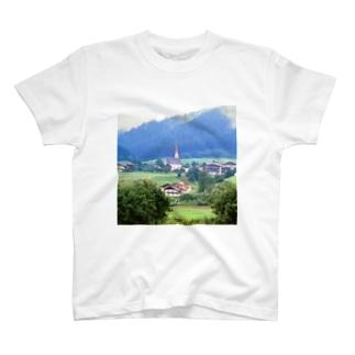 ドイツ:山岳地方の風景写真 Germany: view of a mountain village T-shirts
