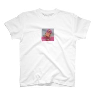 ピンクが似合うスーパーモデルロボット T-shirts