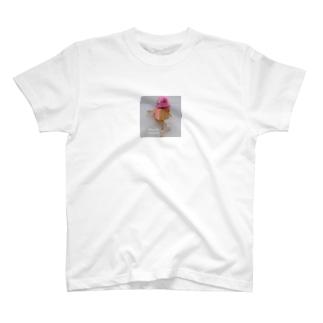ピンクが似合うスーパーモデルロボットのモデルウォーク T-shirts