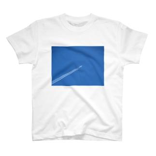 日本の空:飛行機雲 Blue sky: Contrail T-shirts